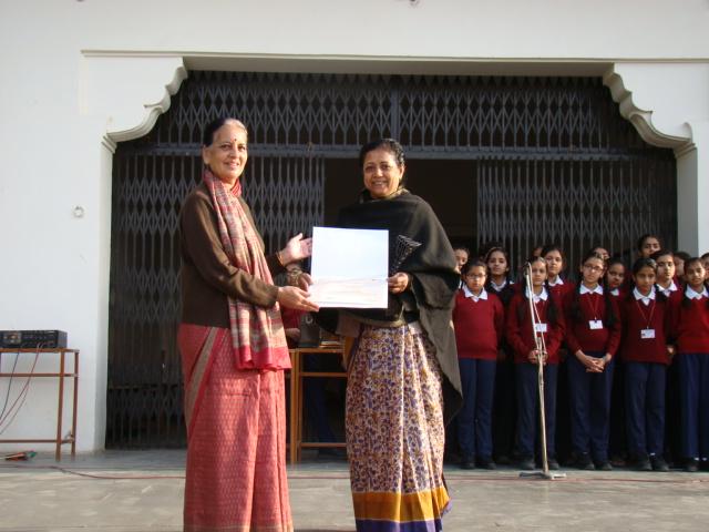 Ms. Meenakshi Rathore is awarded the best Art teacher in Jaipur.