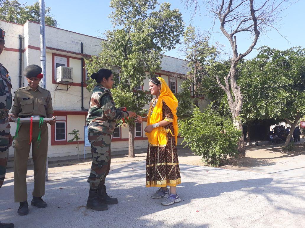 Cadet Khushboo Sekhawat receiving Gold medal in debate